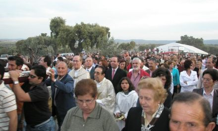 Alrededor de diez mil personas acompañaron a la patrona de Arroyo de la Luz en la tradicional romería