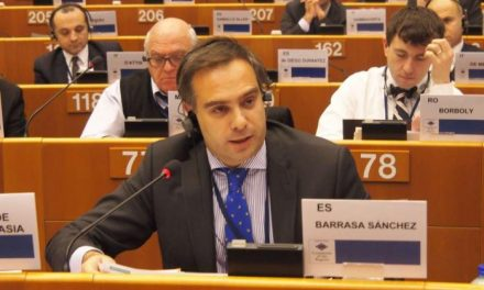 Extremadura defiende en Bruselas que exista homologación de los criterios de producción agrícola