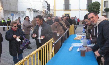 El Ayuntamiento de Moraleja sirve 75 kilos de sardinas y 16 litros de vino en la gran sardinada
