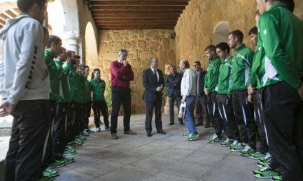 El presidente Monago recibe en la sede de Presidencia al equipo ciclista Extremadura Team