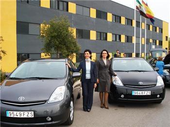 La Junta usa cuatro coches híbridos en un programa piloto para reducir las emisiones de CO2