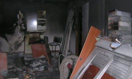 Un joven de Moraleja resulta intoxicado por monóxido de carbono en el incendio de una carpintería metálica