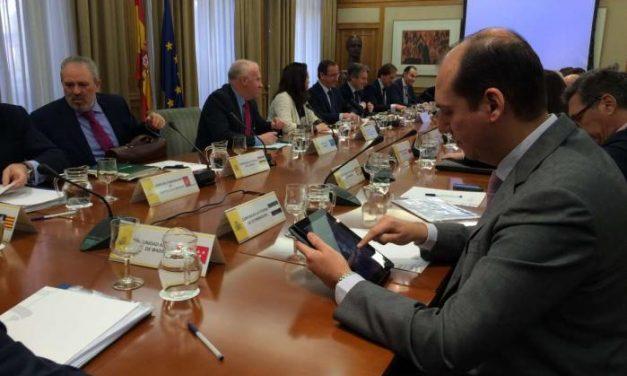Hernández Carrón asegura que el fondo de liquidez permitirá a los enfermos de Hepatitis disminuir gastos