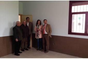 Laureano León visita las obras del nuevo centro de día de la localidad cacereña de Cachorrila