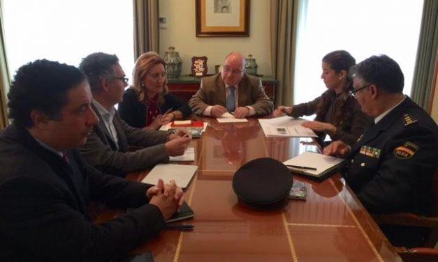 Sayagués mediará ante el Ejecutivo para la puesta en marcha del Centro Policial de Valencia de Alcántara