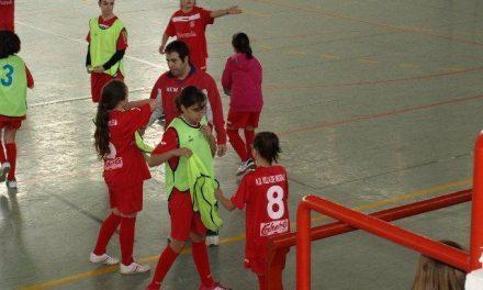 Jugadoras del Moraleja Femenino se enfrentan a políticos, fuerzas de seguridad y asociaciones