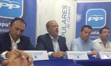 Pedro Caselles anima a los vecinos de Moraleja a interactuar en la campaña electoral del PP