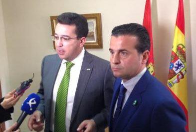 Manzano asegura que el Gobierno seguirá invirtiendo en Moraleja para mejorar la situación de los jóvenes