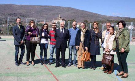"""Nogales da a conocer la """"solución integral"""" de la comarca de Sierra de Gata a su comunidad educativa"""