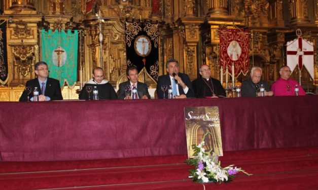 La Unión de Cofradías Penitenciales de Coria y Plasencia se hermanan para difundir la Semana Santa