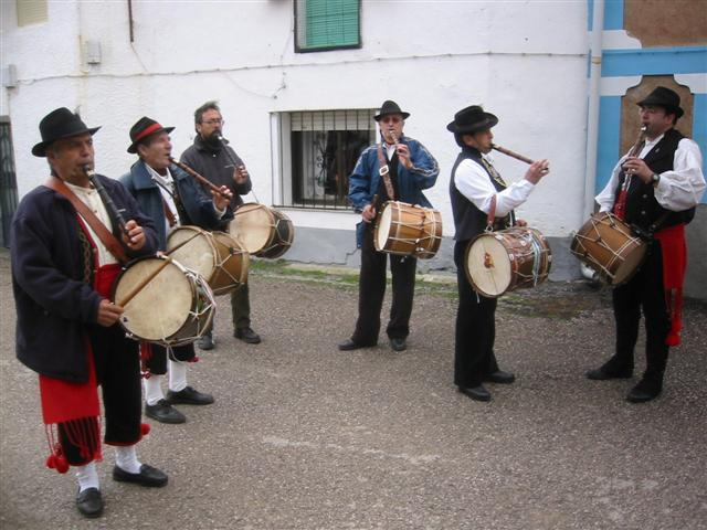 Unos 40 tamborileros de Extremadura participarán el sábado en un pasacalles en el municipio de Valdefuentes