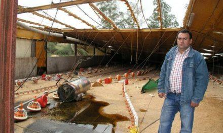 Un tornado arrasa la localidad de El Batán y causa daños en viviendas, naves industriales y explotaciones