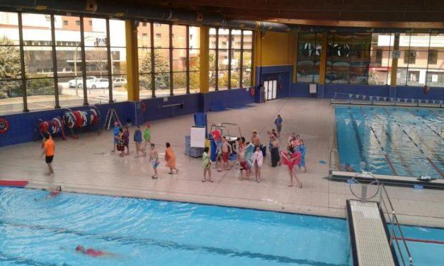 Escolares de Moraleja se familiarizan en Cáceres con la práctica de deporte en piscinas cubiertas