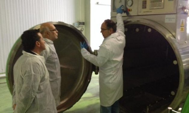 El consejero Echávarri visita Moraleja y Coria para conocer una empresa transformadora de aceitunas y reunirse con la Federación de Regantes del Tajo