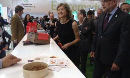 Echávarri destaca la alta calidad de los productos extremeños y el incremento de las exportaciones