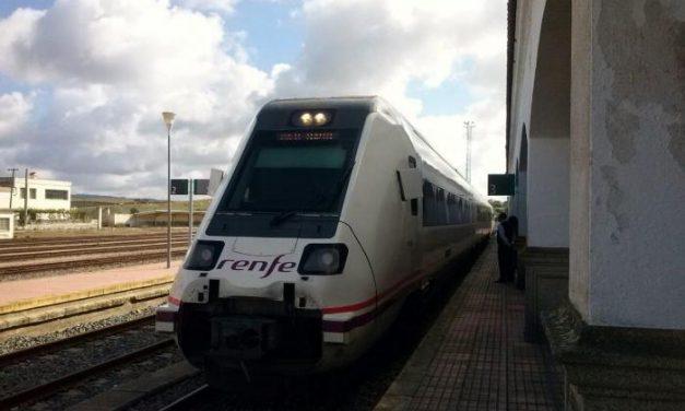 Un total de 50 viajeros disfruta de la experiencia de los Trenes Turísicos en Valencia de Alcántara