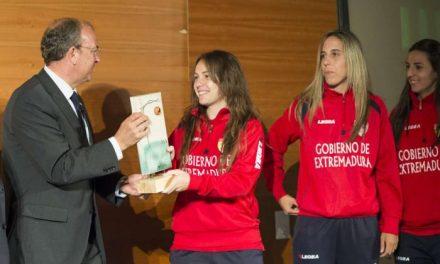 El presidente Monago participa en los Premios 'Me gusta el Fútbol' organizados por Onda Cero Mérida