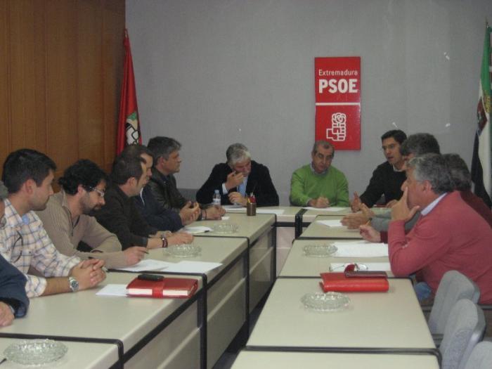El PSOE de Cáceres y la Fempex estudiarán los problemas de financiación de los municipios con pedanías
