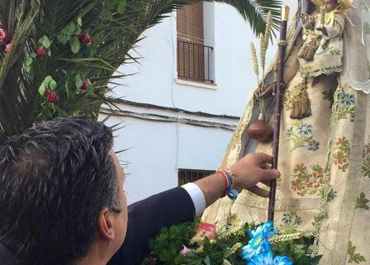 Cientos de personas acompañan a la Virgen de Argeme en su recorrido hasta la ciudad de Coria