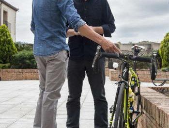 El presidente José Antonio Monago mantiene un encuentro con el ciclista Alberto Contador