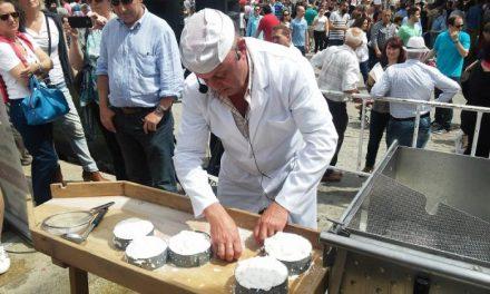 La Feria del Queso de Trujillo ofrece la oportunidad de aprender a elaborar queso de cabra