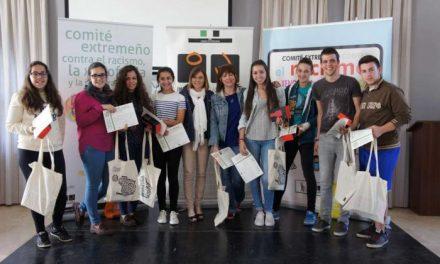 La directora del Instituto de la Juventud entrega los premios a los ganadores del III Concurso Culturas