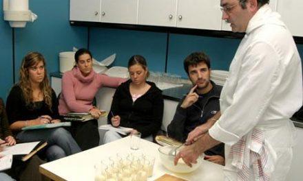 Alumnos de cocina participarán el próximo 25 de abril en una convivencia gastronómica en Moraleja