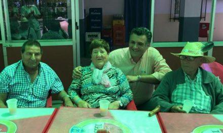 Ballestero mantiene un encuentro con los mayores en la tradicional comida en la ermita de Argeme