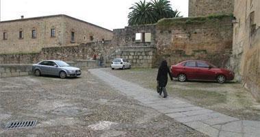 El Ayuntamiento de Cáceres paga el párking a ediles y altos funcionarios tras el cierre de Piñuelas