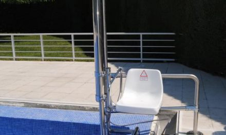 Valencia de Alcántara invierte más de 12.000 euros en la adaptación de la piscina para personas discapacitadas
