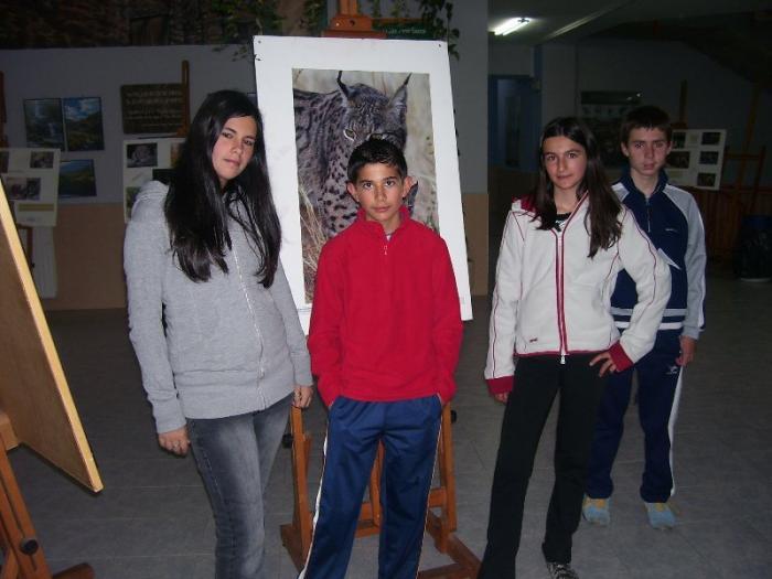La asociación Lobo Cerval conciencia a los alumnos del IES de Caminomorisco sobre la conservación del lince