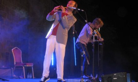 Carlos Núñez ofrece el concierto de apertura del Festival de Guitarra de Coria con casi 1.000 espectadores