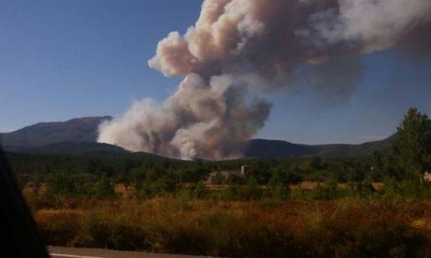 El Plan Infoex activa el nivel 2 de peligrosidad en el incendio originado  en la localidad de Acebo