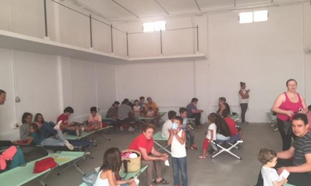 El Ministerio de Interior cifra en 1.880 las personas evacuadas por el incendio de Sierra de Gata