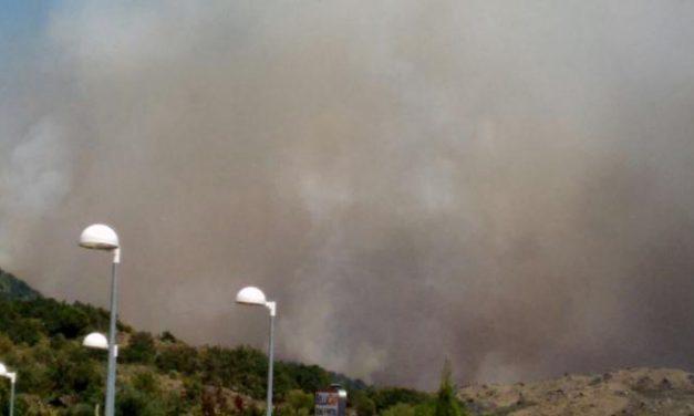 El Puesto de Mando Avanzado estudia la evacuación de Cilleros y Villamiel debido al fuego