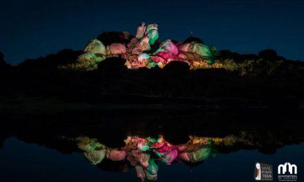 Más de 4.000 personas disfrutaron este sábado del espectáculo de luz en Los Barruecos