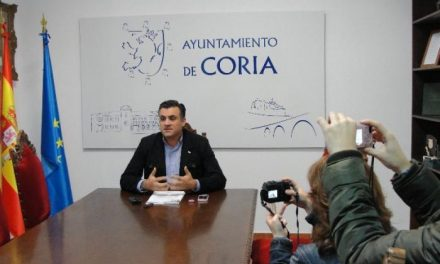 """Ballestero reitera que """"no utilizará la alcaldía de Coria para lograr otros fines"""" y que continuará en el consistorio"""