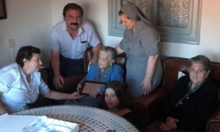 Gata homenajea a Engracia Blasco Sánchez, vecina de la localidad, en la celebración de su centenario