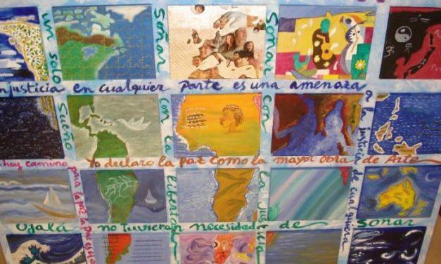 Alumnos de taller de pintura de Hervás crean una obra contra el racismo para una muestra colectiva
