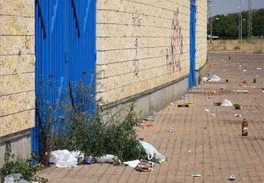 El botellón de Badajoz causa serios destrozos en el exterior del estadio Nuevo Vivero del Club Deportivo Badajoz