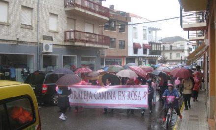 En torno a 1.000 personas se han dado cita este domingo en la Marcha Rosa de Moraleja