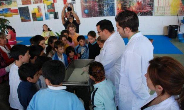 Escolares de tres colegios de Trujillo aprenden el proceso de elaboración del queso en un taller didáctico
