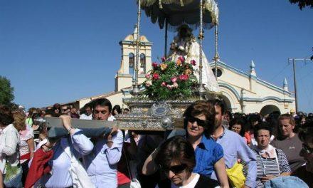 Los caurienses trasladan a la Virgen de Argeme, patrona de Coria, desde el santuario hasta la catedral
