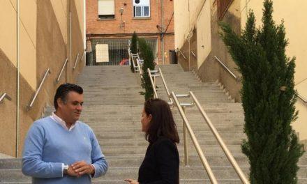 El Ayuntamiento de Coria abre al público las escaleras que unen la calle Cervantes con el parque Cadenetas