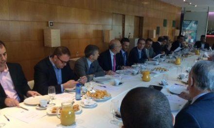 Navarro señala que la Junta ha escuchado la decisión del sector antes de reducir la apertura en festivos