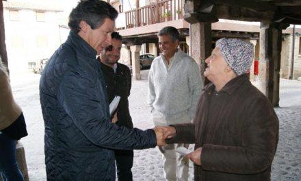 Carlos Floriano destaca la defensa del PP de las zonas rurales en su visita a Sierra de Gata