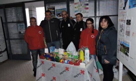 La Asociación Deportiva Caurium recauda más de 200 kilos de alimentos no perecederos para Cruz Roja