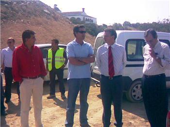 El consejero de Fomento visita las obras del tramo de carretera Miajadas-Almoharín de la EX 206