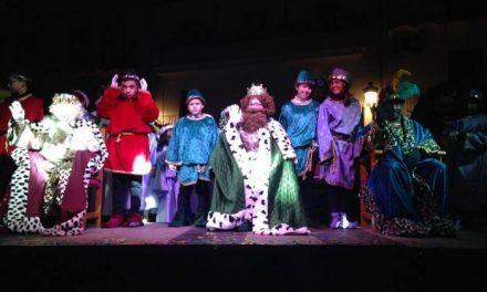 Los Reyes Magos recorren las calles de Moraleja acompañados por numeroso público