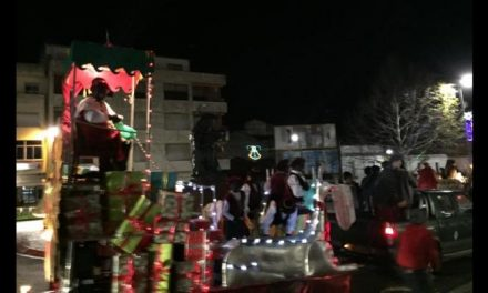 Más de una decena de carrozas acompaña a Sus Majestades los Reyes de Oriente en Coria